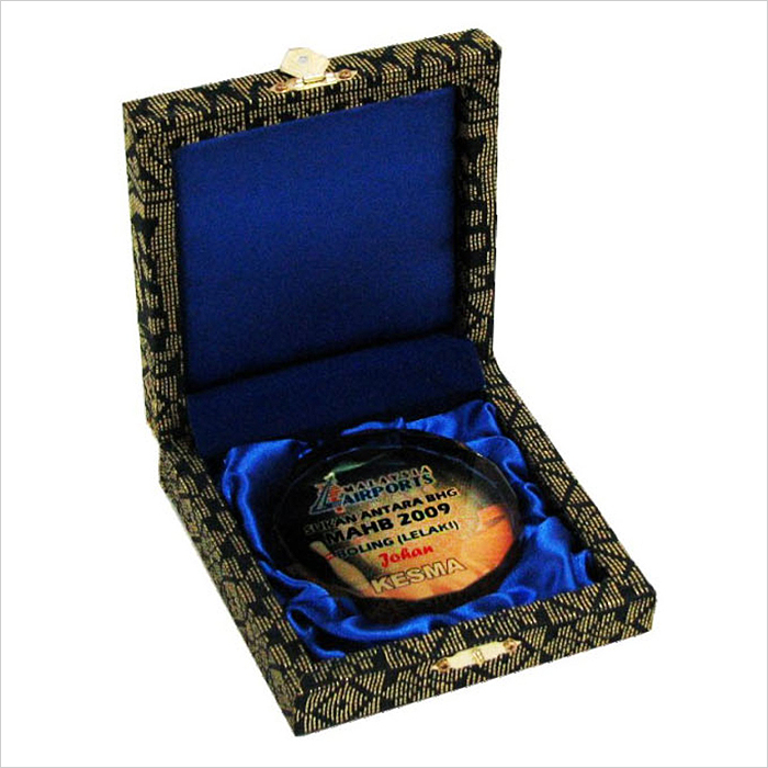 8117 - Songket Box With Crystal Medal