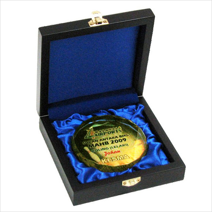 8118 - Songket Wooden Box With Crystal Medal