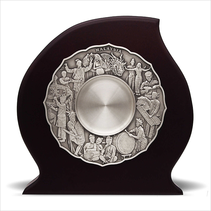 7233 - Wooden Plaque With Cultural Dance Pewter Plate