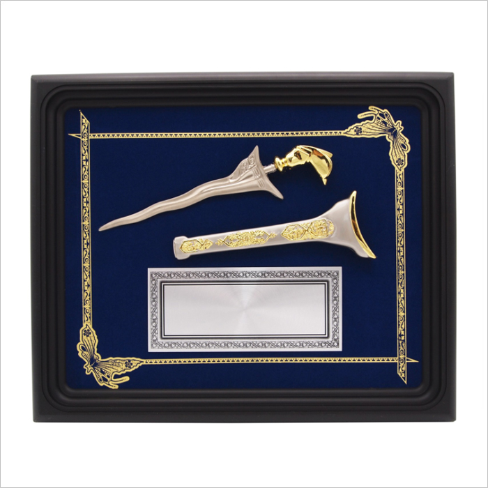 Keris In Small Frame With Gold Line - Keris In Small Frame With Gold Line