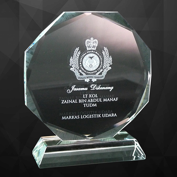 9033 - Exclusive Crystal Plaques