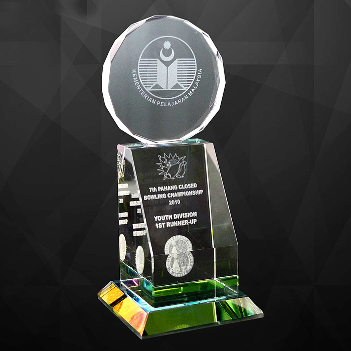 9040 - Exclusive Crystal Trophy